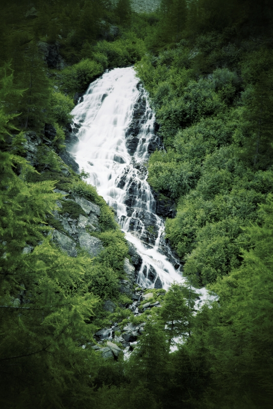 Cascata in Valle d' Aosta - Movingitalia.it
