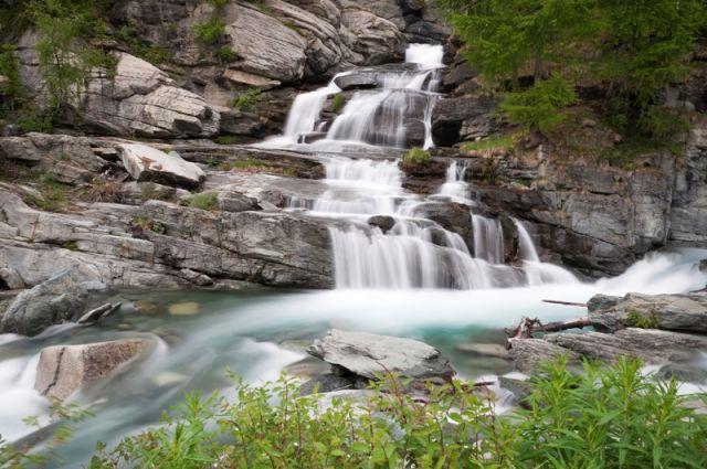 Cascata Lillaz nel Parco Nazionale Gran Paradiso, Italia - Movingitalia.it