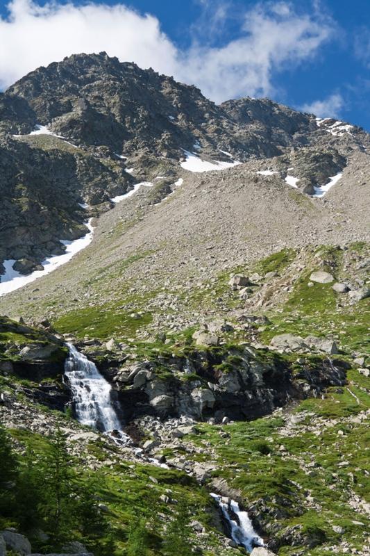 paesaggio estivo delle Alpi italiane in Valle d'Aosta, vicino Courmayeur - Movingitalia.it