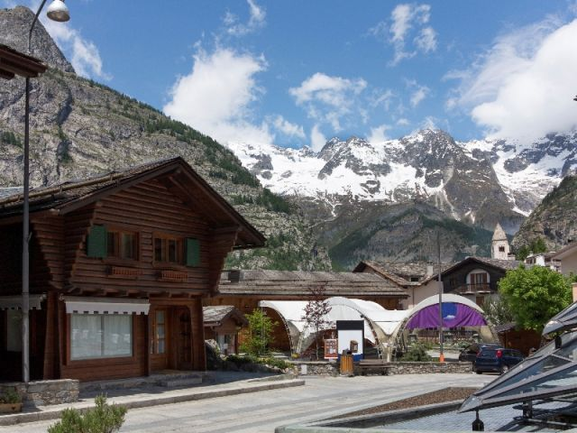 Courmayeur innevata - Movingitalia.it