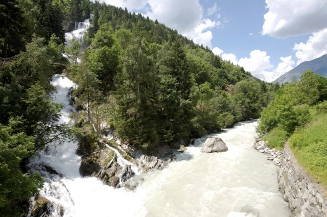 Cascate a Lenteney Valle d'Aosta in estate - Movingitalia.it