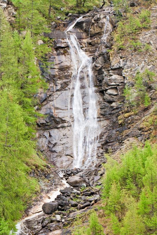 Cascata nel Parco Nazionale del Gran Paradiso. Valsavarenche, Valle d'Aosta - Movingitalia.it