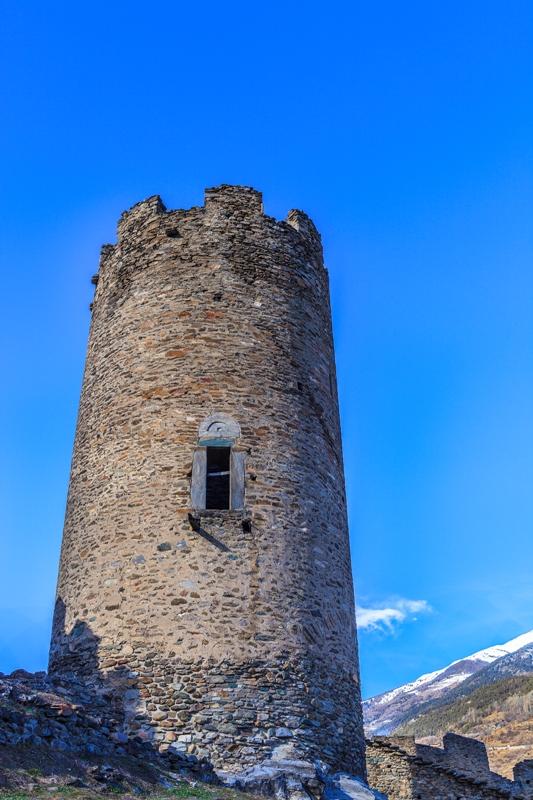 L'antico castello di Châtel-Argent è stata costruita nel XIII secolo su uno sperone roccioso a 665 metri sul livello del mare e ha avuto una grande importanza militare strategica, Valle d'Aosta