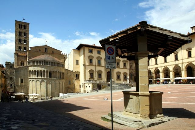 Piazza ad Arezzo - Movingitalia.it