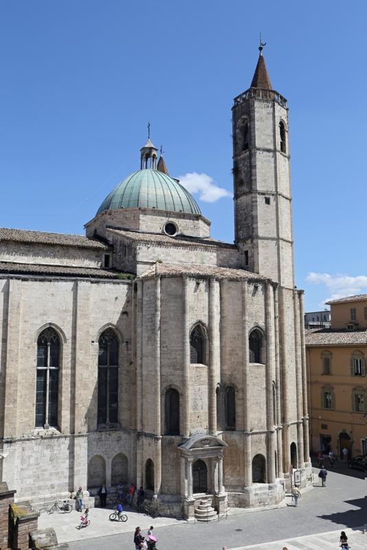 Piazza del Popolo ad Ascoli Piceno - Movingitalia.it