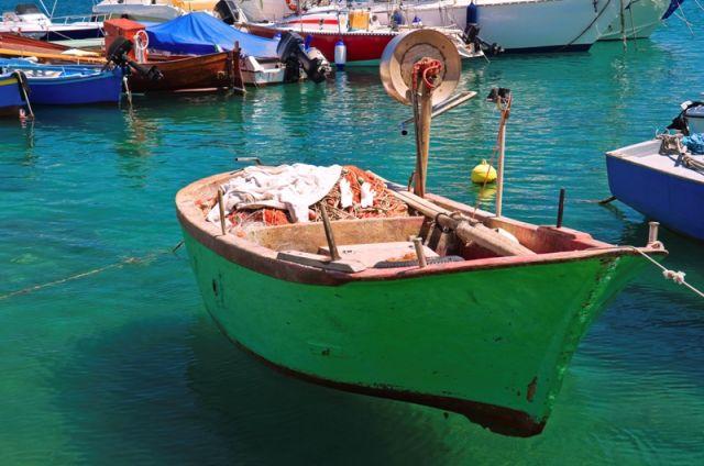 Primo piano del porto di Giovinazzo in Puglia - Movingitalia.it