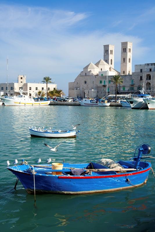 Primo piano barca porto di Molfetta in Puglia - Movingitalia.it