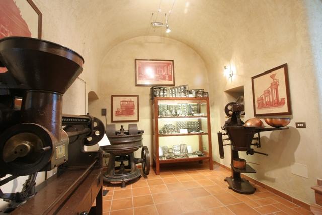 Macchine museo del confetto Andria - Movingitalia.it