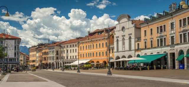 Piazza centrale a Belluno - Movingitalia.it