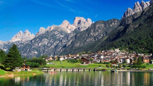 Foto panoramica Belluno e lago