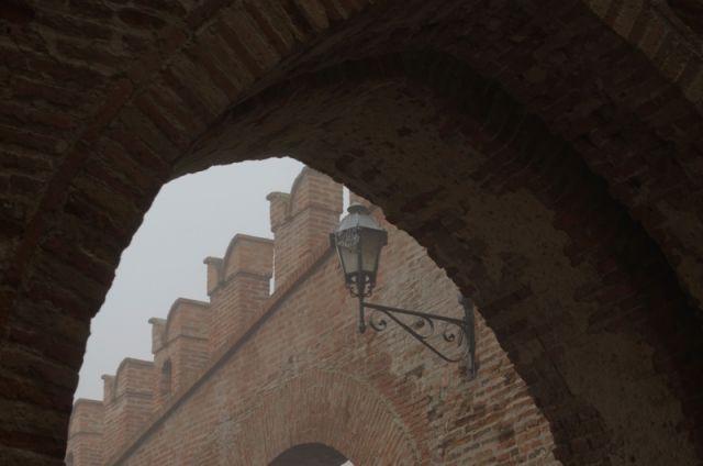 Strada e arco a Feltre