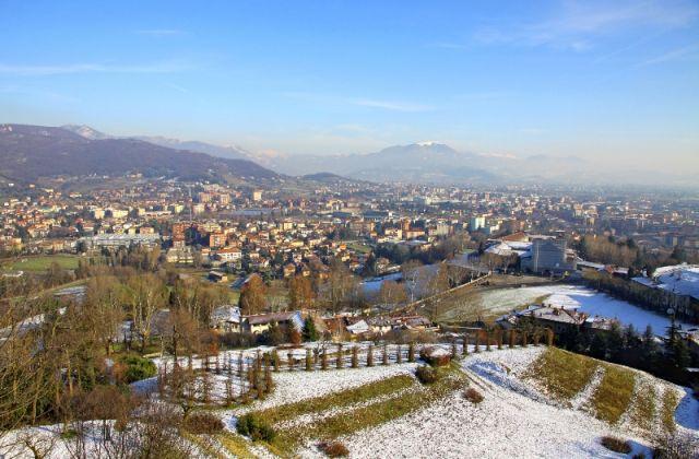 Città di Bergamo innevata - Movingitalia.it