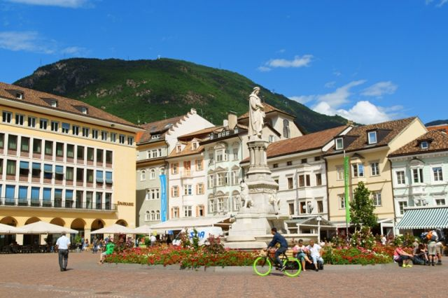Piazza Walther a Bolzano - Movingitalia.it