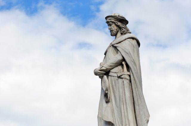 Monumento a Walther von der Vogelweide a Bolzano - Movingitalia.it