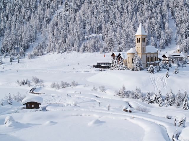 Chiesa innevata a Bolzano - Movingitalia.it