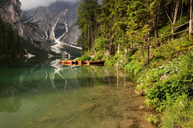 Lago e foresta nel Tirolo in Trentino - Movingitalia.it
