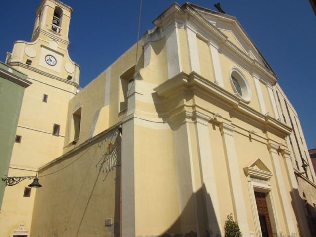 Chiesa e campanile a Carloforte - Movingitalia.it