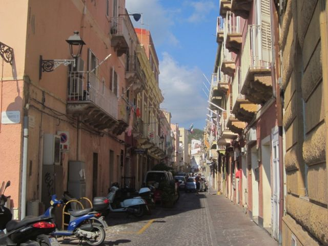 Stradine per la città di Carloforte - Movingitalia.it