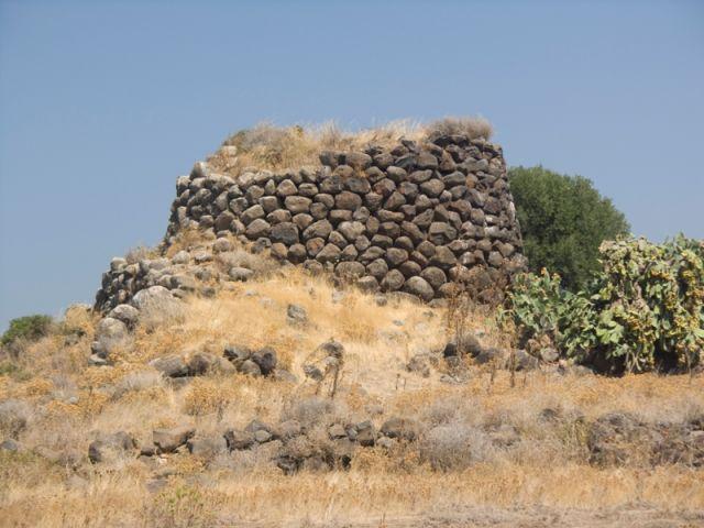 Antica torre il nuraghe si trovano in Sardegna