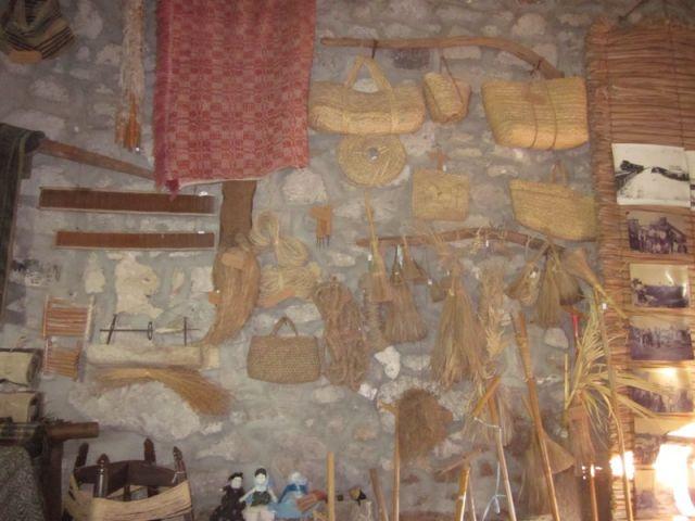 antichi utensili e borse antichi a Sant'Antioco - Movingitalia.it