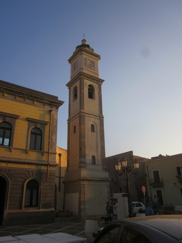 Torre e orologio a Sant'Antioco - Movingitalia.it