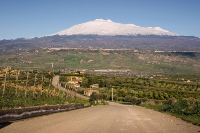 Strada per andare all'Etna a Adrano - Movingitalia.it