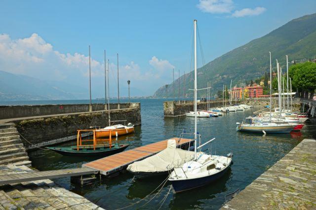 Piccolo porto di Bellano sul lago di Como - Movingitalia.it