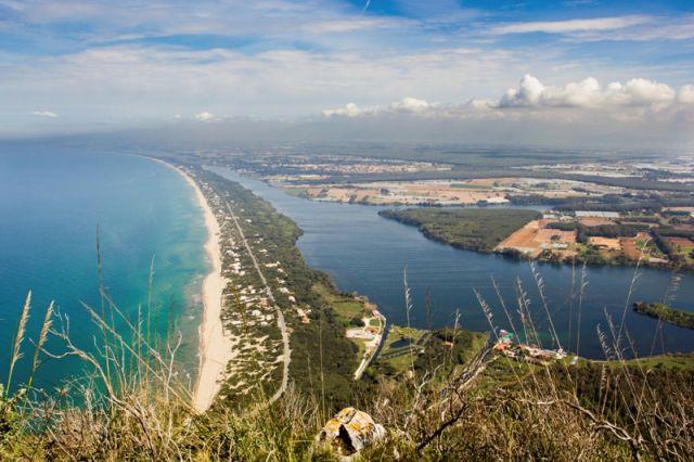 Spiaggia  e lago Paola nel Lazio - Movingitalia.it