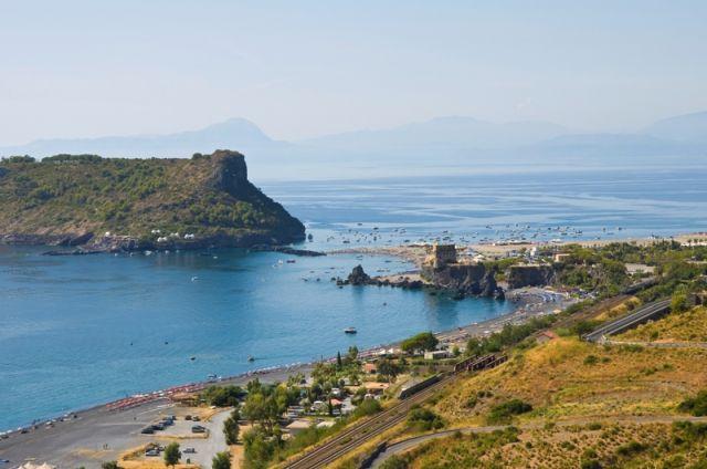 Foto panoramica della spiaggia a Praia a Mare in Calabria