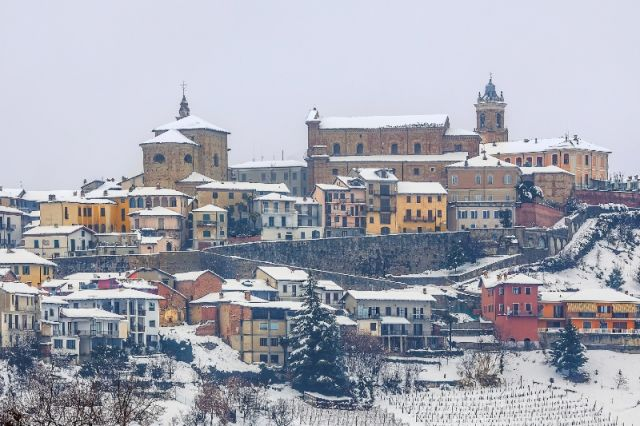 Città innevata La Morra a Cuneo - Movingitalia.it