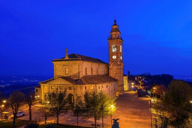 Piazza Belvedere - Diano D'Alba - Movingitalia.it