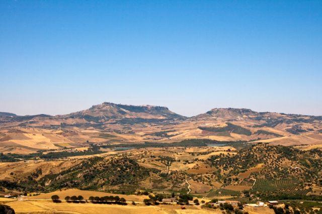 Foto panoramica della città di Calascibetta - Movingitalia.it