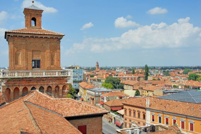Tipiche case ed edifici a Ferrara - Movingitalia.it