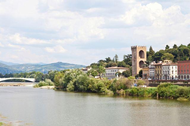 Paesaggio di Firenze nel fiume Arno - Movingitalia.it