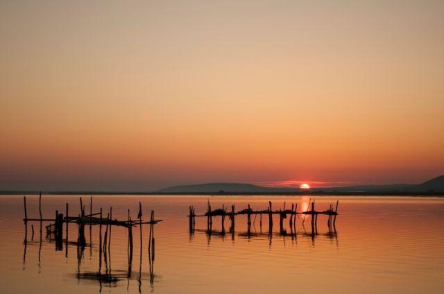L'alba sul lago di Lesina Foggia - Movingitalia.it