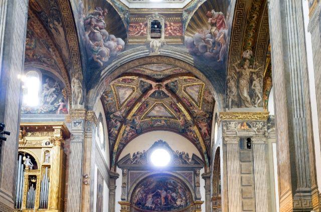 Dipinti all'interno della Cattedrale di Parma - Movingitalia.it