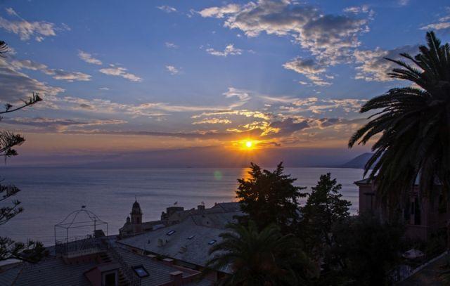 Tramonto sul mare a Camogli - Movingitalia.it