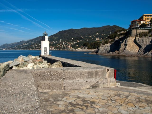Faro di Camogli - Movingitalia.it
