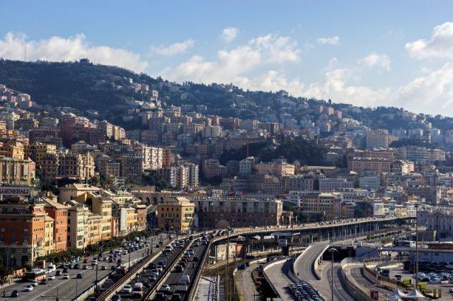 Foto panoramica della città e del cielo a Genova - Movingitalia.it