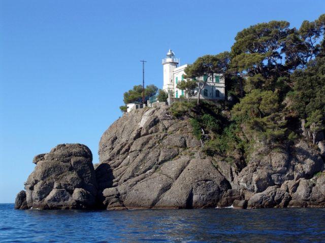 Foto panoramica del faro a Portofino