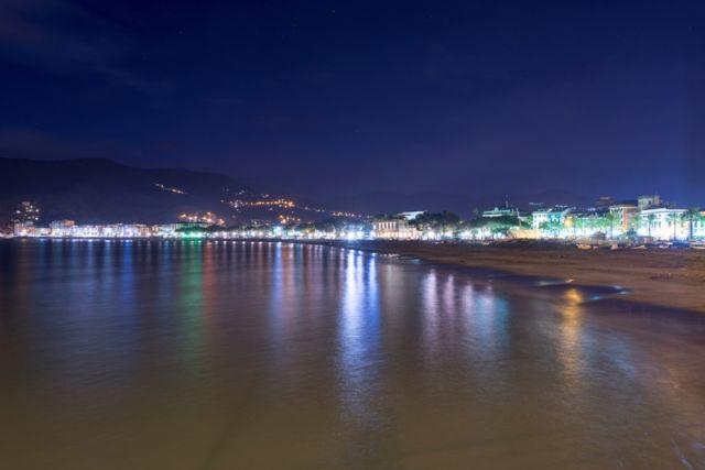 Sestri Levante di sera in Liguria