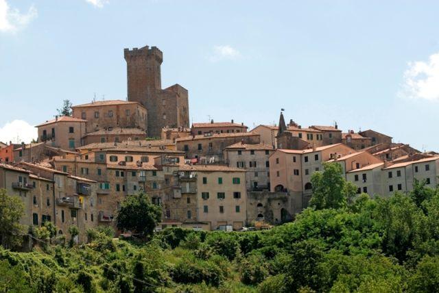 Vista panoramica della città antica ad Arcidosso a Grosseto - Movingitalia.it