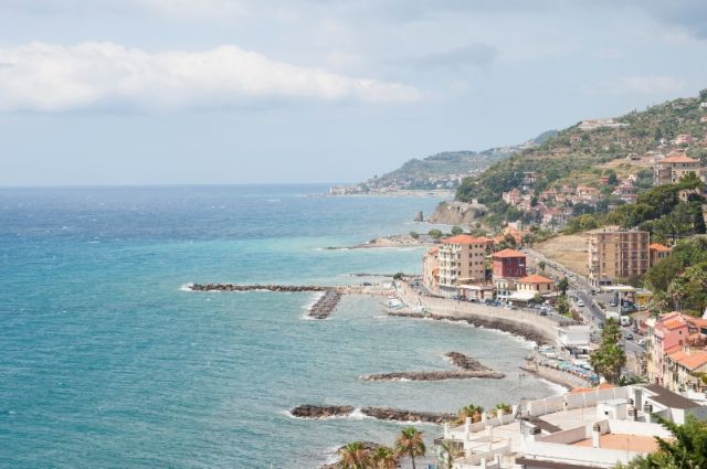 Mare ad Imperia Riviera dei Fiori - Movingitalia.it