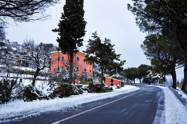 Città innevata a La Spezia in Liguria - Movingitalia.it