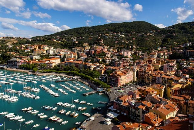 Foto panoramica delle barche a Lerici nel Liguria