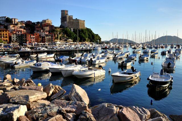 Foto panoramica delle barche a Lerici