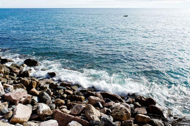 Mare e rocce Monterosso in Liguria - Movingitalia.it
