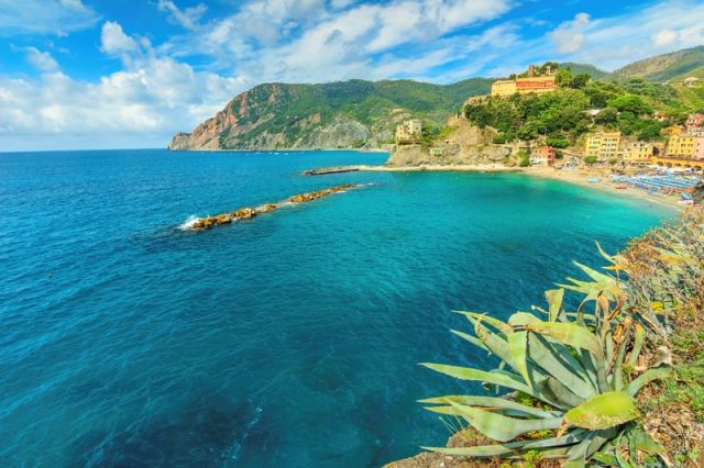 Spiaggia e mare Monterosso al mare Liguria - Movingitalia.it