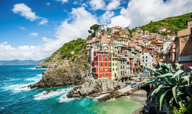 Foto panoramica del mare a Riomaggiore - Movingitalia.it
