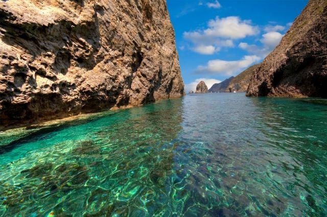 Mare nell'isola di Ponza nel Lazio - Movingitalia.it